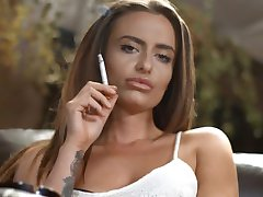 Sarah Arnold chain smoking strong corks with perfection