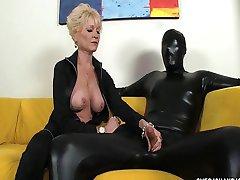 доминирующий бабуля доминирует ее рабом