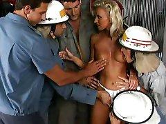 Моника Белла - блондинка gangbanged огнем человек