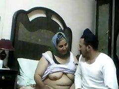 Голодные Арабская Женщина. Любительское