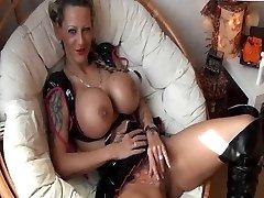 जर्मन लड़की बड़े स्तन के साथ गड़बड़ हो जाता है