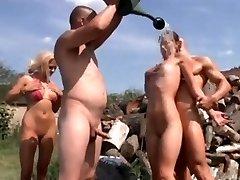 लड़कियों गर्मियों उत्सव