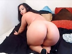 Lush BBW dark-haired shows us her ass in high heels.