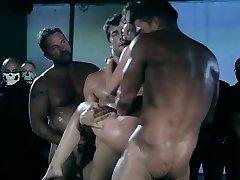 Uanstendig - XXX porn video (grov gangbang)