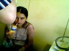 חם לנערה צעירה נדפקת על ידי רופא זקן