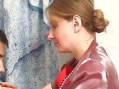kurba ob tiča v kopalnici z njene hlačke na pt1