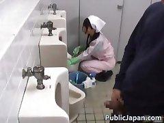Azijske kopalnica attendant je v v mens part2