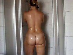 श्यामला स्नान में - सुंदर गधा