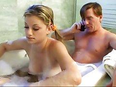 Oče in stepdaughter zabavo v kopalnico