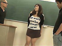 Gordo e peituda aluno fodido por dois pendurado e tesão professores