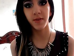 Emo show her sexy style