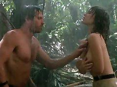 Tawny Kitaen naken i regnet med hard våt brystvorter