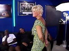 Flere av Lori Gangbanged av BBC-del 1