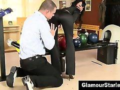 Bekleidet glamour babe saugt und fickt