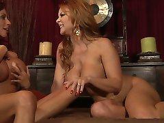 Ariella vs. Janet - Guddommelige Lezzy Sex