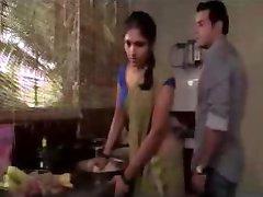 המשרתת במומבאי ערך סצנת התעלסות