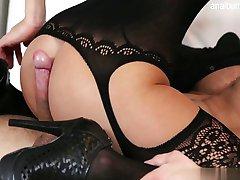 प्राकृतिक स्तन के साथ किशोर गड़बड़