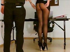 Sekretar pantyhose izpostavljena.