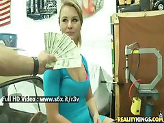 Hot girl agrees to fuck for some good cash