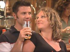 Novo casal fica introduzido em um swingers orgia