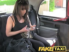 FakeTaxi אישה נשואה לוקח טוב קשה מזוין