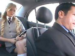 अमेरिकी छात्रा और उसके प्रेमी के साथ एक रूसी