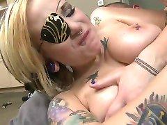 पसंद टैटू और piercings