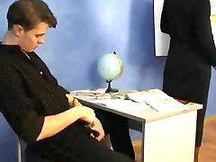 רוסית סבתא המורה שלה תלמיד בוגר בוגר פורנו סבתא זקנה קאם גמירות
