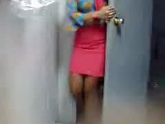 מצלמת נסתרת - הבנות בעבודה