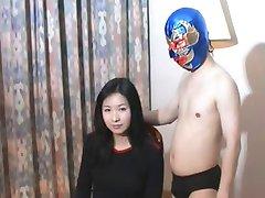 Великолепная Китайская девушка против китайских про-Рестлер