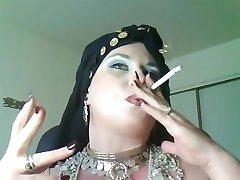 देवी बेला डोना,एक, धूम्रपान जिप्सी रानी