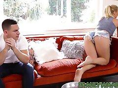Geile babe Natalia Starr bekommt nach unten und schmutzig mit stepbro