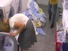 Hotelschlampe in der Waeschekammer gefickt durch snahbrandy