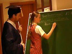 रूसी स्कूली छात्रा नेली 2