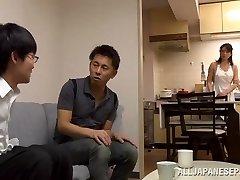 恵理子,三浦成熟した野生のアジアの看護師に位置69