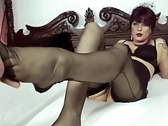 sexi german cougar giving Footjob
