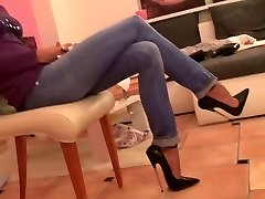 19 CM high heels and cock-squeezing jeans hot dame