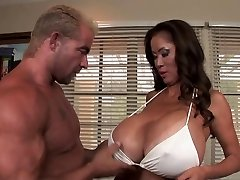 Minka - Hot Big-chested Milf