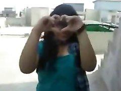 Nordindischen Mädchen Zeigen Ihr Smart Riesigen Titten auf Ihr BF