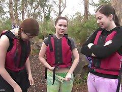 Rafting girls sex in den Stromschnellen