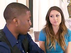 Oppas wordt verleid door een Zwart Paar. Y & B