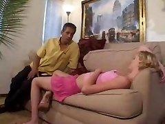 Babysitter gefickt von Mann des Hauses