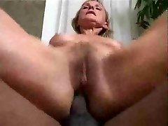 Older wife wants black cock