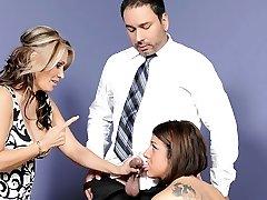 Selena Skye, Sasha Sky bei Müttern Lehre Töchter How To Hahn Saugen #03, Szene #03