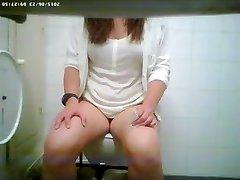Wc spy cam filmed a sexy vixen urinating