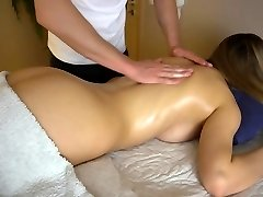 Nubile girlfriend gets sensual massage