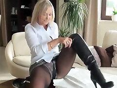 Torrid milf in pantyhose nn show