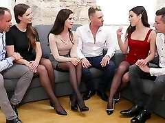 Three pairs of Swingers gave each other a soiree with groupsex