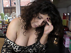 Jaw-dropping busty babe dancing and showing downblouse