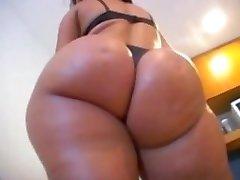 Delanie - Delicious booty
